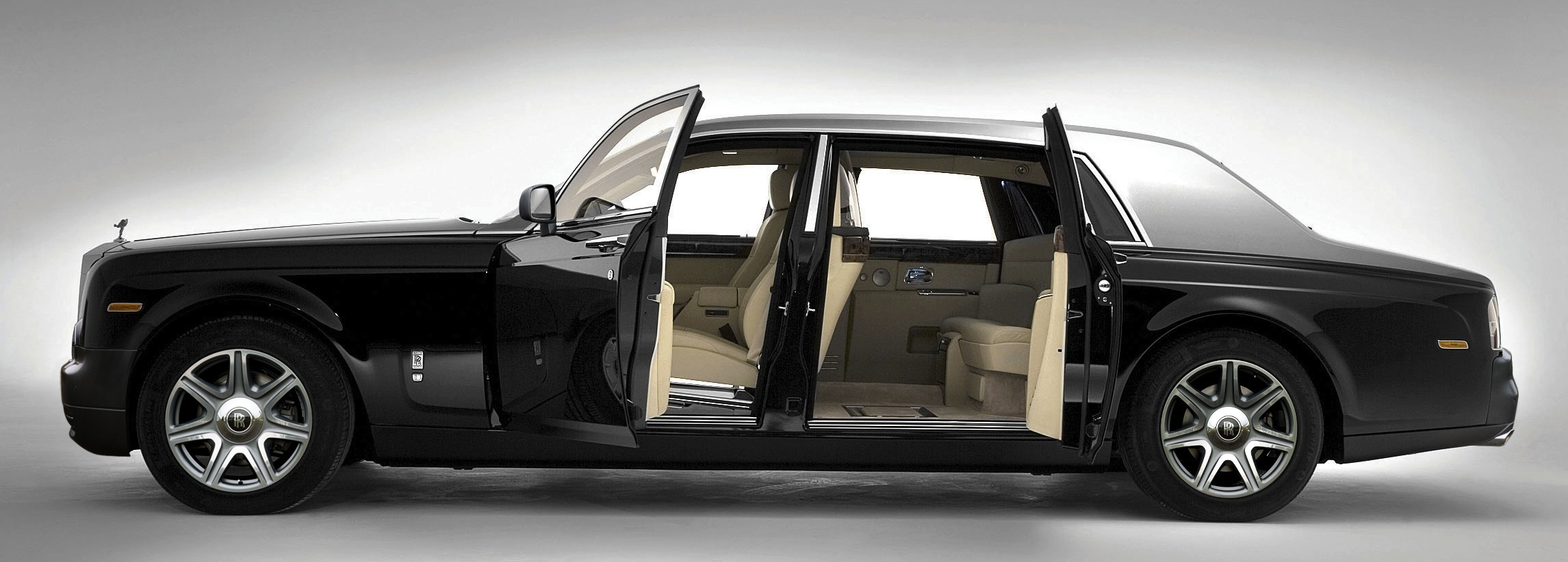 Leather Interiors: Rolls-Royce Style