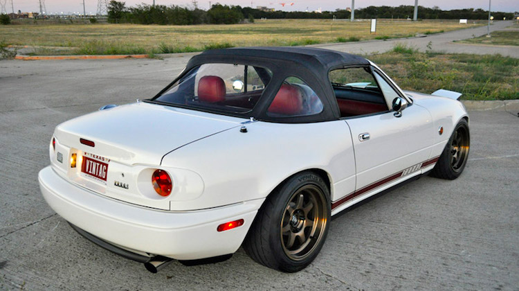 The Hog Ring - Kee Auto Top Miata Three-Window Top