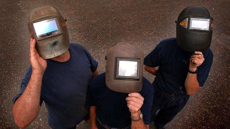 The Hog Ring - Using Welding Helmets to View the Eclipse