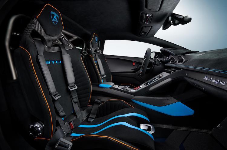 The Hog Ring - Lamborghini Huracan STO Interior