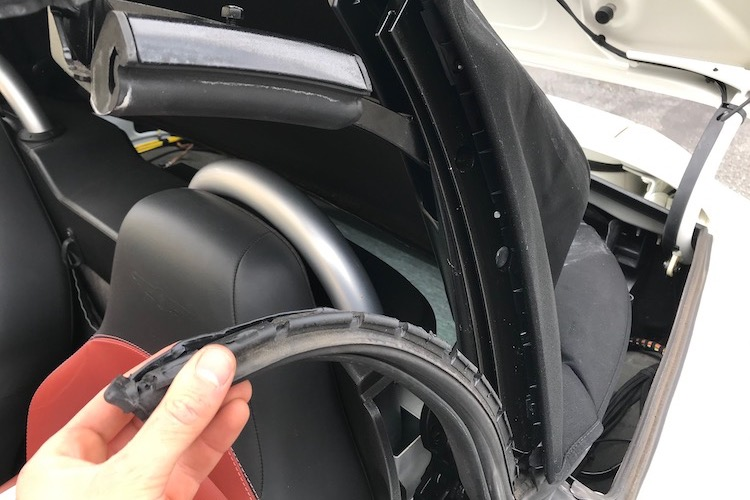 The Hog Ring - How to Install a GAHH Top on the Chrysler Crossfire